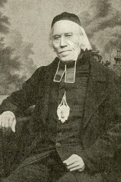 Portraet von Pfarrer Hennes