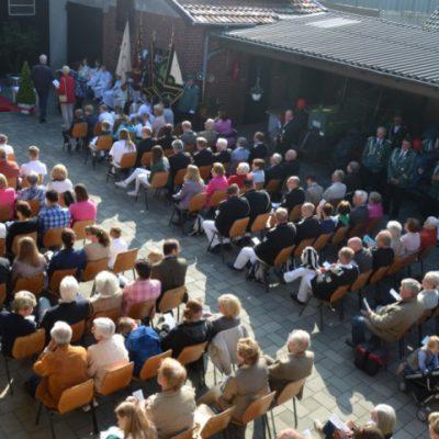 Fronleichnamsfest in Broich mit Barmen Foto: Jürgen Esser