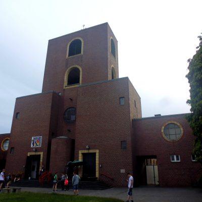 Kletterkirche von außen ... Foto: Josef Wolff