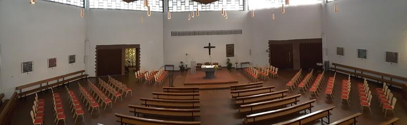 Neue Stühle für St. Franz Sales