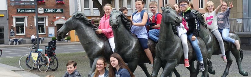Kommunionkinder im Aachener Dom